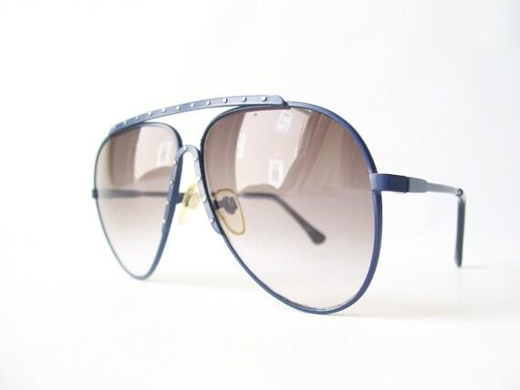 denim blue vintage aviator sunglasses teardrop sun glasses retro fashion accessory frames silver stud dot smokey gray lenses