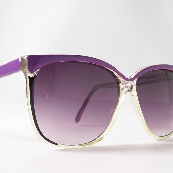 vintage sunglasses round sun glasses pointy purple frames black eye liner clear accents purple lenses summer fashion