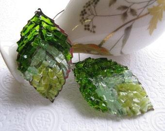 Stained Glass Green Leaf Earrings Dangle Green Moss Earrings Emerald Leaf Earrings Kelly Green Filigree Leaf Crushed Glass