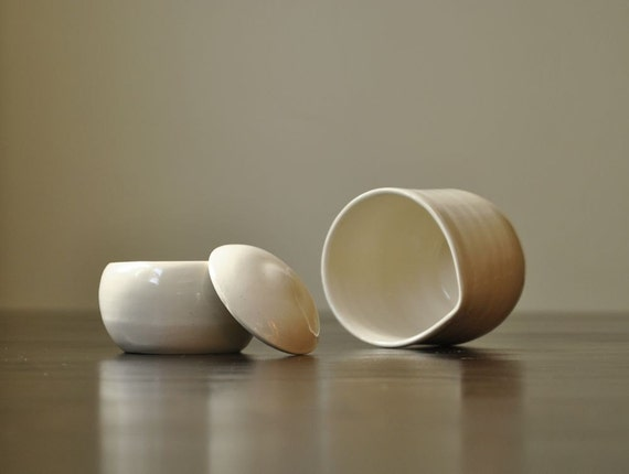Purely Simple Cream and Sugar Set made from a Creamy Vanilla Porcelain Stoneware Blend