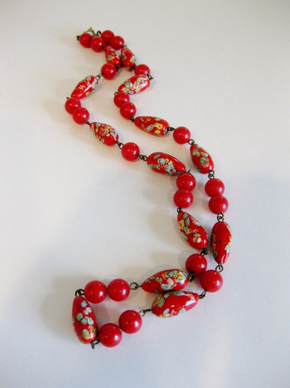 Beautiful Vintage 1930's Art Deco Red Hand Painted Glass Bead Necklace