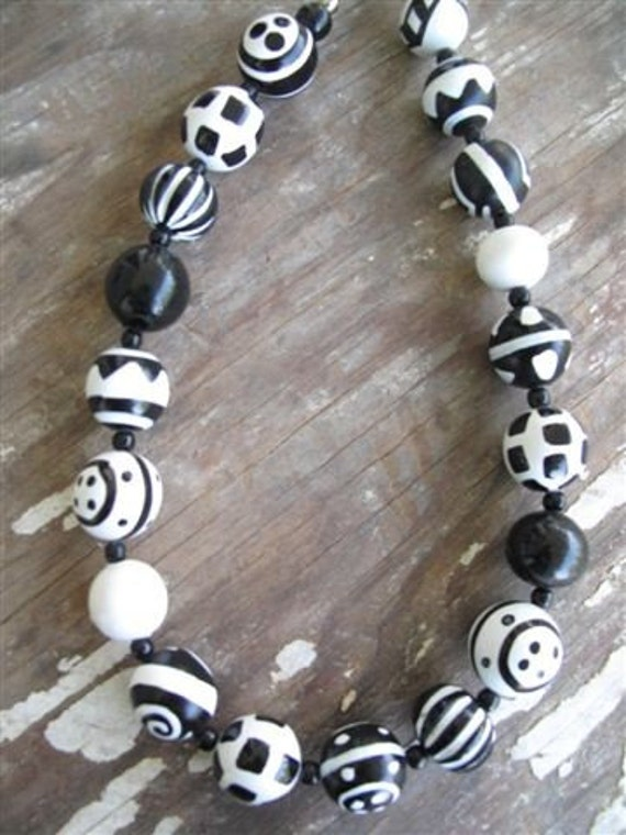 Vintage Black and White Bead Necklace