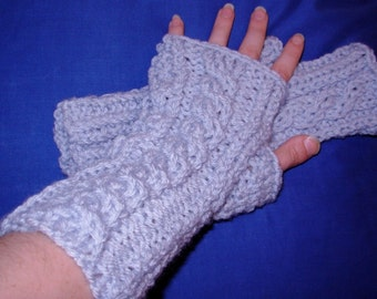 Baby Blue Cabled Fitted Hobo Gloves