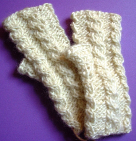 Ivory Cabled Hobo Gloves