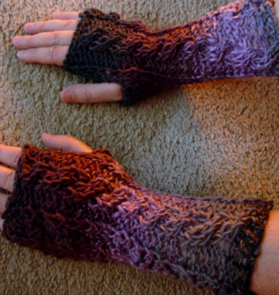 Mountain Purple and Grey Cabled Hobo Gloves