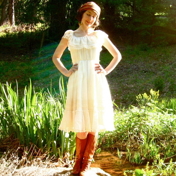 70s IN THE LIGHT White Cotton & Lace Frock Candi Of California