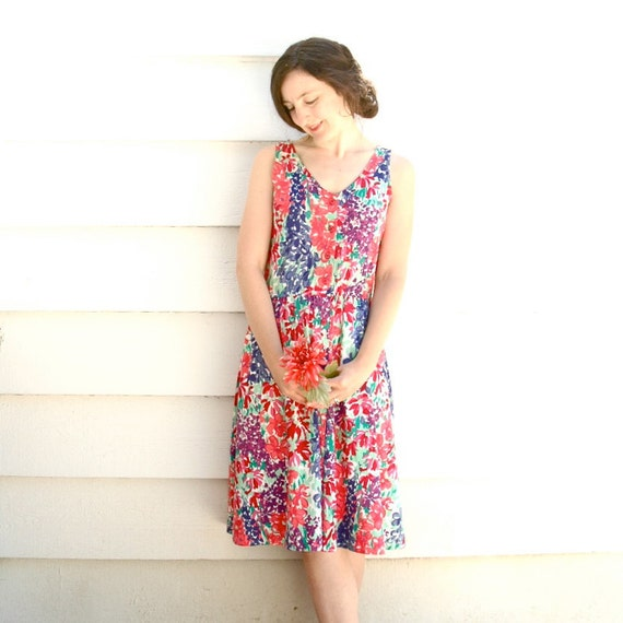 S A L E.......100% Cotton Floral Dress... 1980s Floral Summer Dress... SHE Sings in BOUQUETS (s)