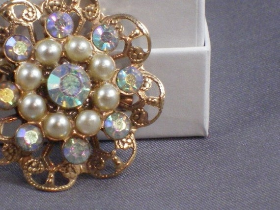 Vintage goldtone pearl and crystal brooch