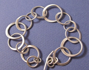 Chain bracelet of half hammered sterling silver three size links