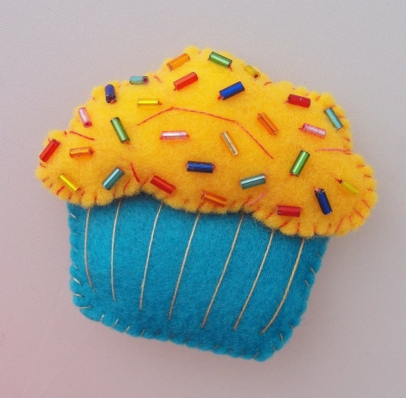 Cupcake Felt Magnet  - Yellow & Blue