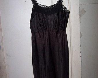 Barbizon  Camilee  Vintage    50s Black with black accordion pleats  lace  Full Slip sz  18