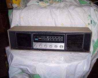 Vintage  RCA    am  fm  Stereo Table  Radio  RLC  70B LT   works good