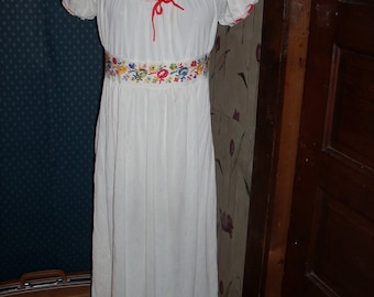 1970 Mr P J  by  Barad   white embroidery  NIGHTGOWN