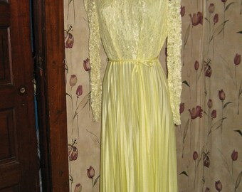 Mister JAY   70s yellow lace accordion pleated long maxi dress