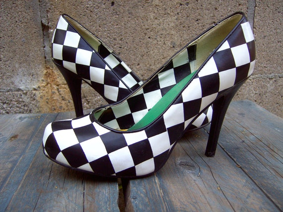 Killer black and white CHECKERBOARD pumps heels 8