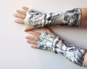 Felted fingerless gloves Mittens -  White Black