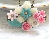 ROMANTIC FLOWERS Vintage Cluster Necklace
