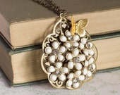 White Garden Vintage Necklace