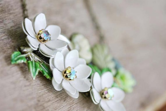 GREEN VICTORIAN Cluster Vintage Necklace