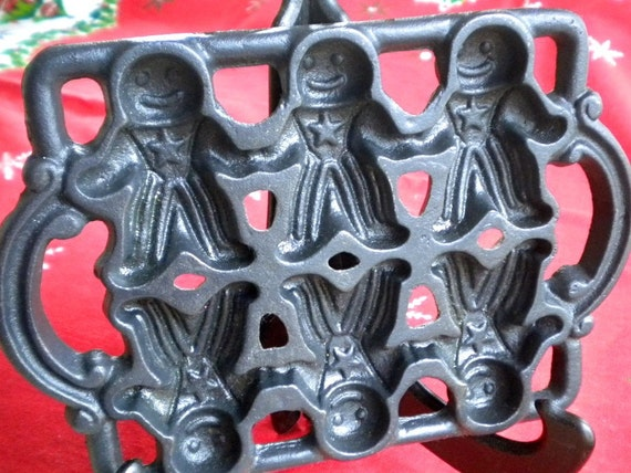 VINTAGE CHRISTMAS CAST IRON GINGERBREAD MOLD