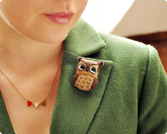 Tiny owl felt brooch