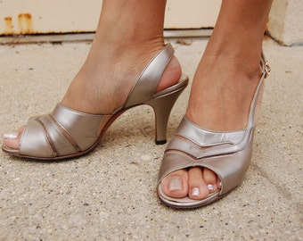 1960s Metallic leather heels with open toes SILVER size 8 AAA