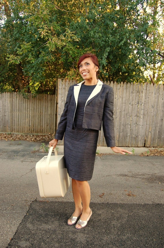 Vintage 1960s gray silk dress and jacket set with detachable white collar size small xs