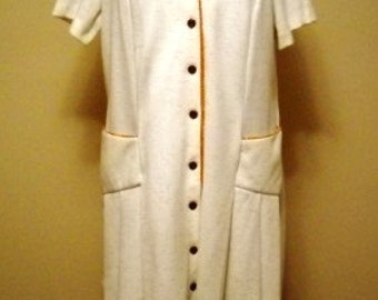 SALE  WAS 28 NOW 24  Cream and Tan Plus Size Vintage Dress