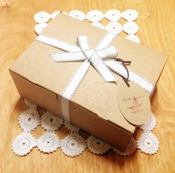 5 Kraft Gift Boxes - with  5 Oval Shape Tags