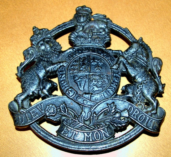 Kings Arms Footed Trivet   Metal Crafters Inc   1953