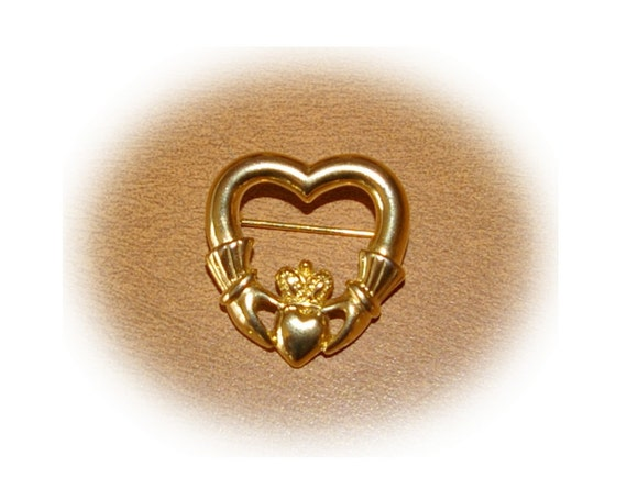 Claddagh Brooch in Gold Tone Vintage 1980's
