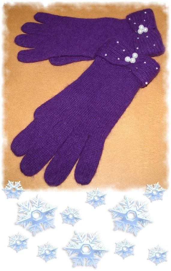 Purple Gloves Soft  Wool and Angora with White Pearls  Size 7 7.5  Vintage 1980's