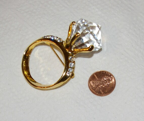 Diamond Ring Brooch Large Size Clear  Lucite Diamon fashipn brooch Vintage 1980's