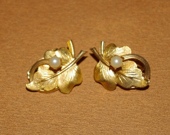 Gold Leaf Earrings with White Pearl Clip ons Vintage 1970's