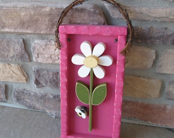 DAISY FRAME with stem and bee (Hot Pink Frame with White Daisy)