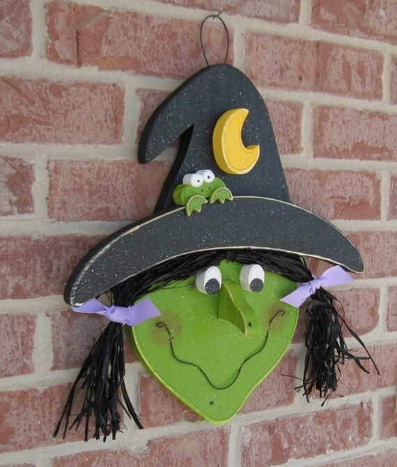 HALLOWEEN WITCH HEAD with frog and crescent moon for Halloween, Fall, wall and door hanging decor