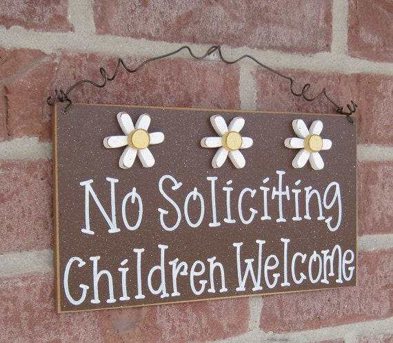 Free Shipping - No SOLICITING CHILDREN WELCOME Sign with 3 Daisies (brown) for home and office hanging sign
