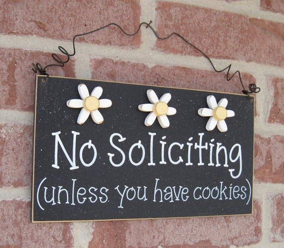 Free Shipping - No SOLICITING (unless you have cookies) Sign with 3 Daisies (black) for home and office hanging sign