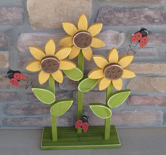 Triple sunflower on stand with ladybugs for home decor porch for Sunflower home decor
