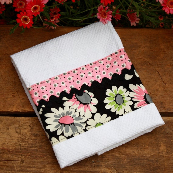 Dish Towel 1960s Retro Black and Pink Daisy Print