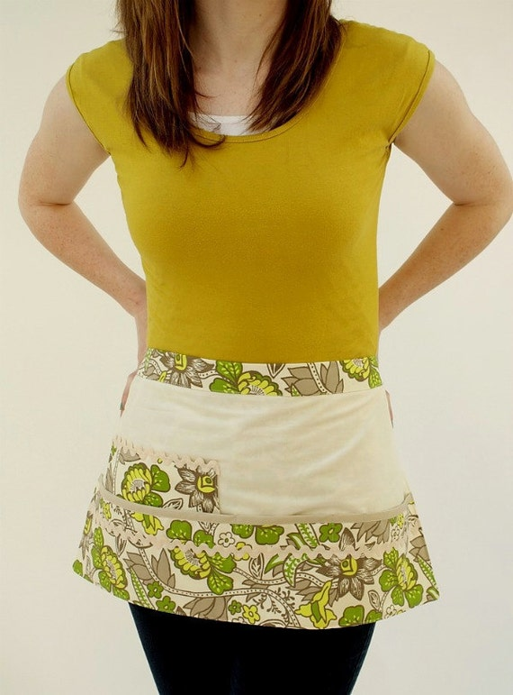 Yellow and Green Craft or Vendor Apron Vintage1970s Fabric Waitress Style with Pouch Pockets