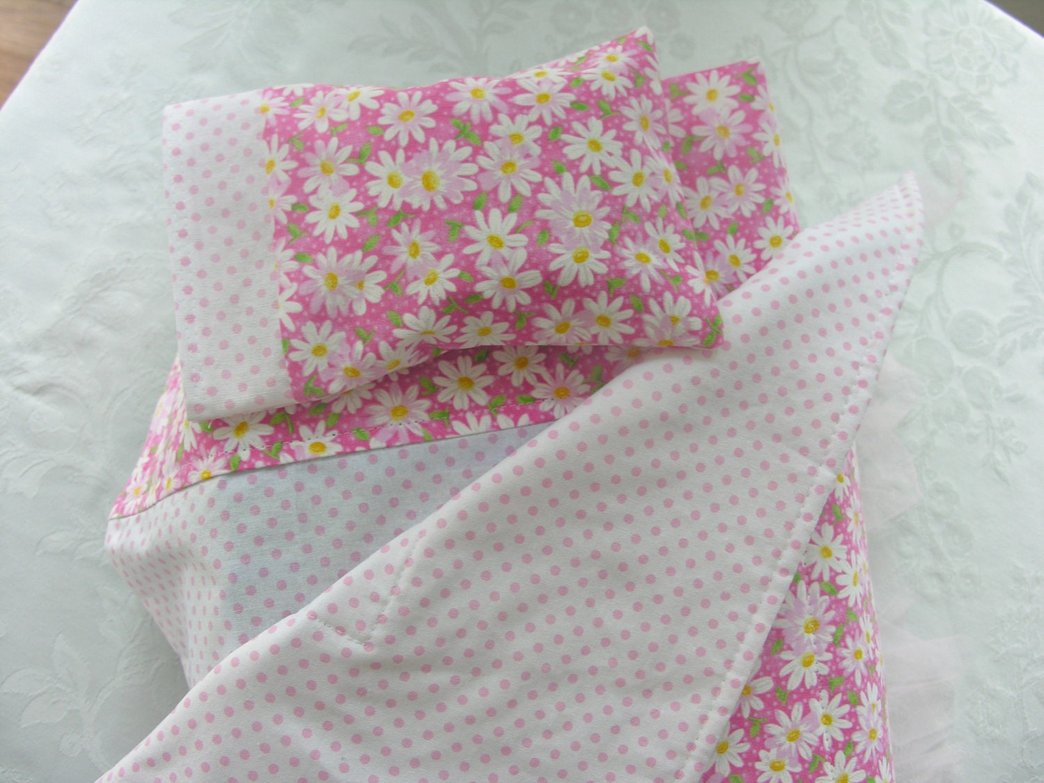 sweet daisy print pink polka dot bedding by willowstreetcottage. Black Bedroom Furniture Sets. Home Design Ideas