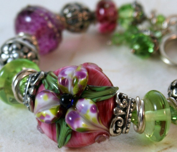 HOLIDAY SALE - Handmade lampwork bracelet