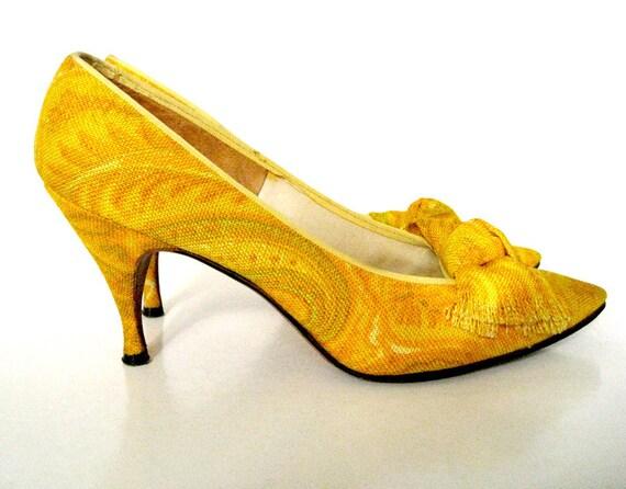 Vintage 60's Herbert Levine Yellow Paisley Linen Bow Pumps Shoes 8N