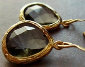 Black Friday Sale - Black and gold earrings, faceted black diamond stone. Night by joanniel creations