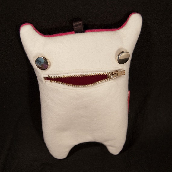 MonsterCase White/Fuchsia