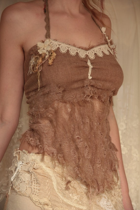 Dusty sand roses, tattered hearttop