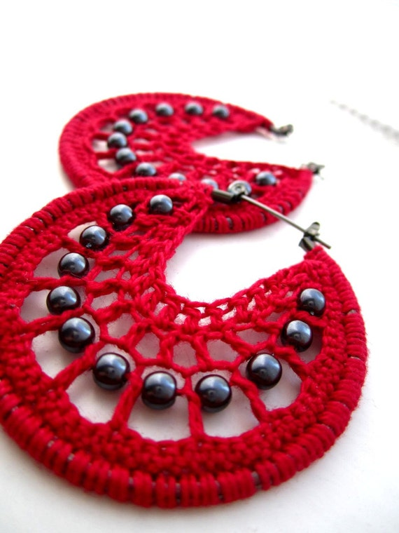 Crocheted hoops with beads in red and black
