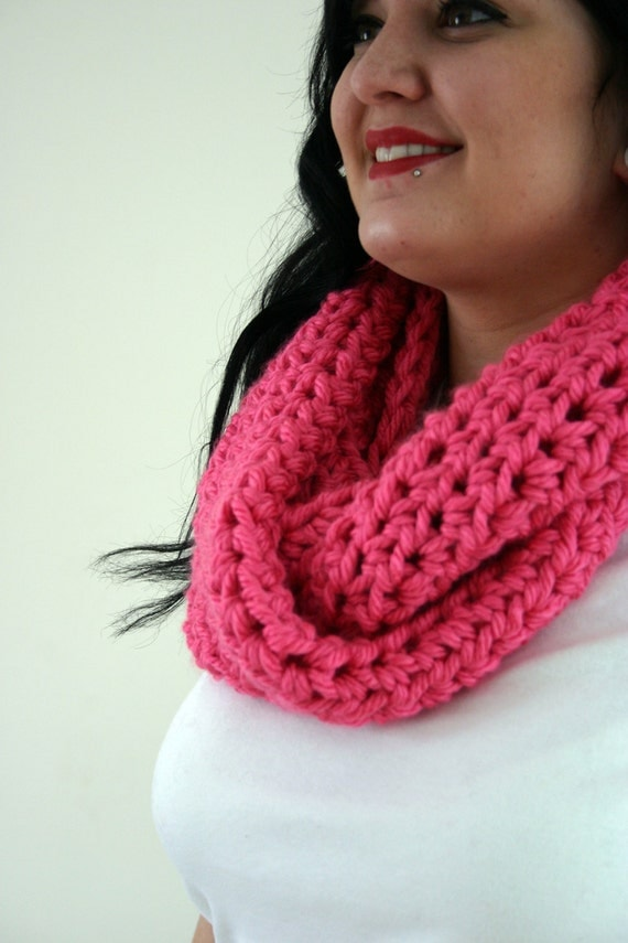 S A L E // Chunkster Infinity Cowl - Thick and Bulky Crocheted Cowl in Flamingo // 2 5 % O F F