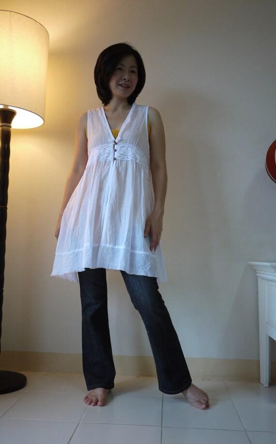 Sleeveless V-Neck  White Light  Cotton Vest Blouse With Cotton Lace